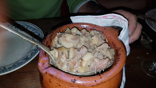 Parthenay, France : El plato fuerte: cassoulet. Algo que se debe de comer con hambre. Y no es apto para mojigatos.