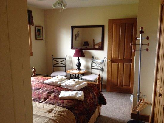 Wiarton, Canadá: Queen Bedroom, second view.