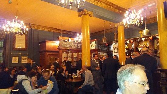 im hung drawn and quartered pub kurz nach büroschluss picture of