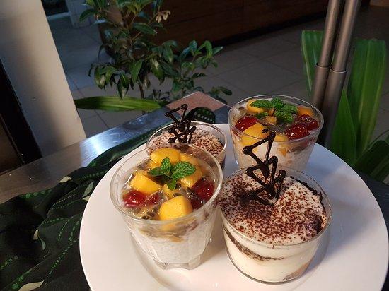 Highlander Hotel & Apartments: Dessert buffet