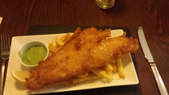 Staverton, UK: Haddock and chips
