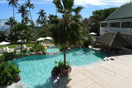 Malolo Island Resort: Adults' pool with children's pool behind