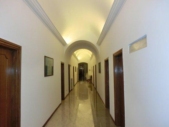 Hotel San Michele: ホテル内の廊下