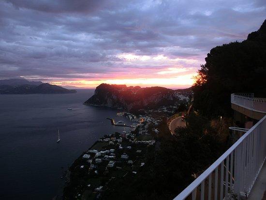 Hotel San Michele: ホテルからの眺め。朝焼けが絶景です。