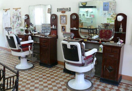 Reconstitution salon de coiffure années 40 - Picture of Community ...