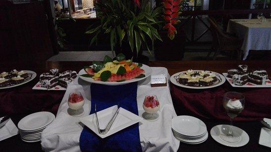 Coastwatchers Hotel: Desserts at the Restaurant