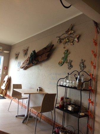 Lazy Lizard Cafe Whangamata : Cosy Cafe