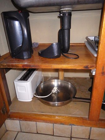 Satara Rest Camp: Outdoor kitchen items supplied