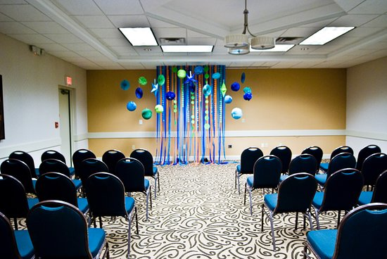 BEST WESTERN PLUS Inntowner Madison: Bascom Room set up for ceremony.