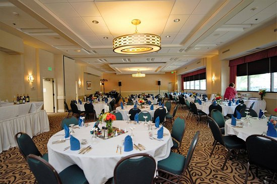 BEST WESTERN PLUS Inntowner Madison: Ameche Ballroom set up for reception.