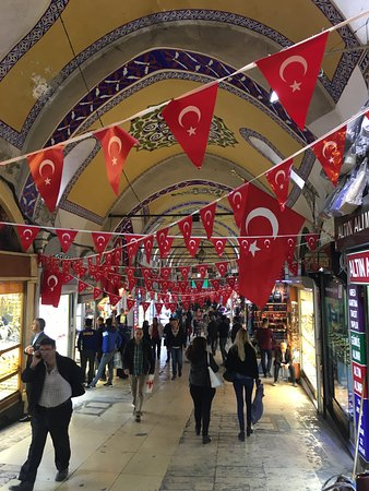 Istanbul Guides: Inside of the Grand Covered Bazaar