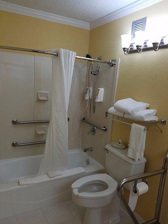 Best Western Bryson Inn: Room 117 bathroom