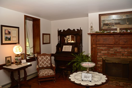 Mary-Penn Bed & Breakfast: Another smaller sitting room