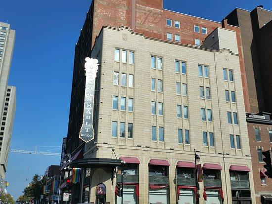 Archambault Flagship Store