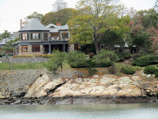 Manchester-by-the-Sea, Массачусетс: house across the water