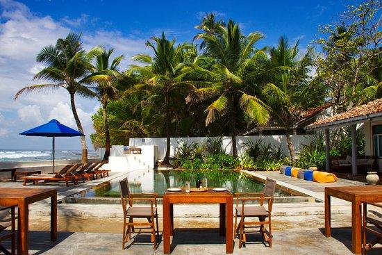 The Beach Club Talpe : Dining by the beachfront pool