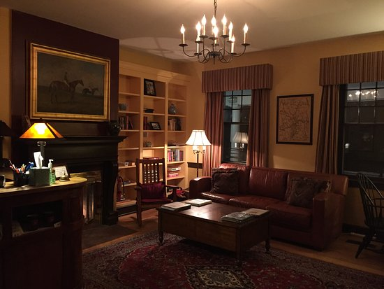 Kedron Valley Inn: Sitting room and check-in