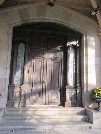 Lockwood-Mathews Mansion Museum: Grand Entrance Door