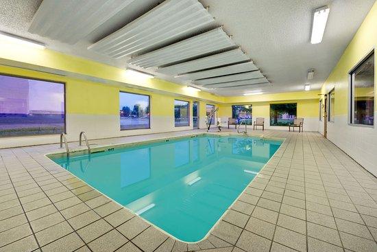 Super 8 Kokomo: Indoor Pool