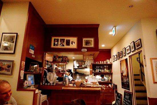 Chez Andre du Sacre Coeur: あたたかな店内