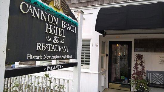 Cannon Beach Cafe: exterior