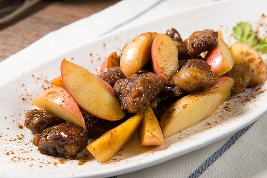 Seasonal And Tasty Restaurant Pan Fried Beef Cube With Apple And Cinnamon Powder