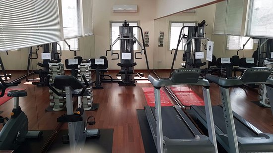 Ramada Hotel Bahrain: Mini Gym. ¡Y tan mini! (That's all, folks)