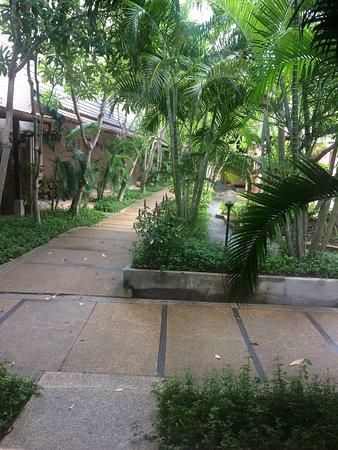 Phuket Kata Resort: Отличный отель, один из самых ближних к пляжу