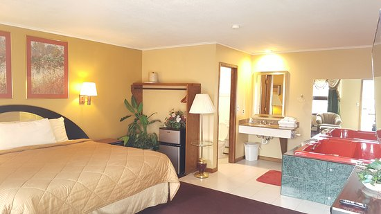 Owatonna, MN: Jacuzzi Suite Room
