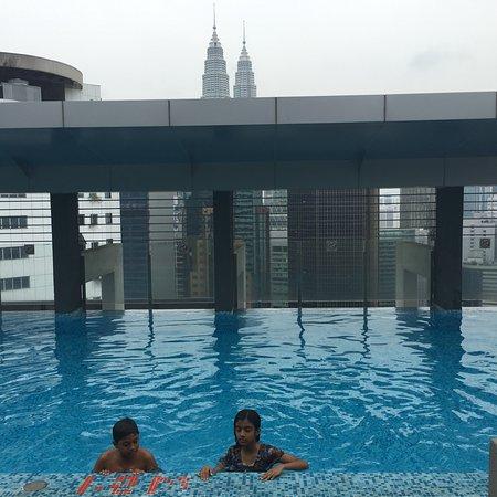PARKROYAL Serviced Suites Kuala Lumpur: Roof Top Pool