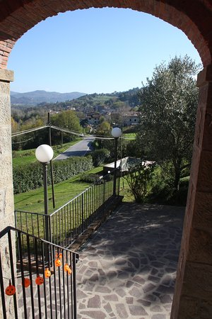 Camporgiano, Italia: la vista della valle dall'ingresso