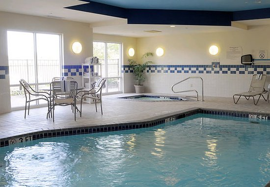 Fairfield Inn & Suites Elizabethtown: Indoor Pool