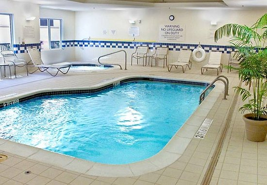 Fairfield Inn & Suites Denton: Indoor Pool