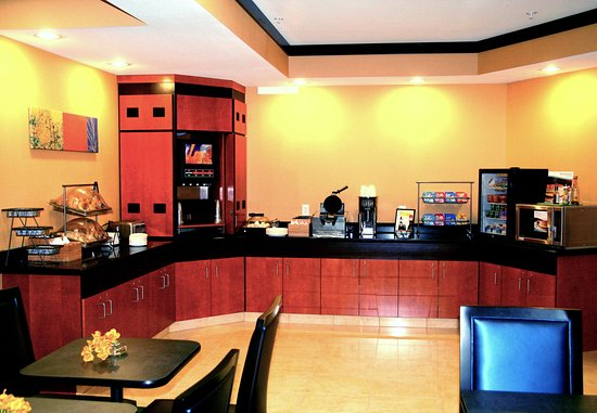 Fairfield Inn & Suites Billings: Breakfast Bar