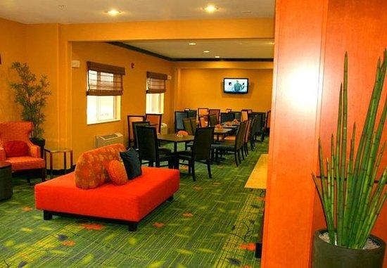 Fairfield Inn & Suites Billings: Breakfast Seating Area