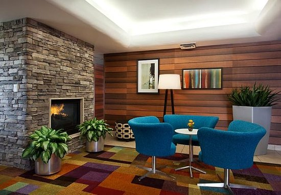 Fairfield Inn & Suites Phoenix North: Lobby Dining Area