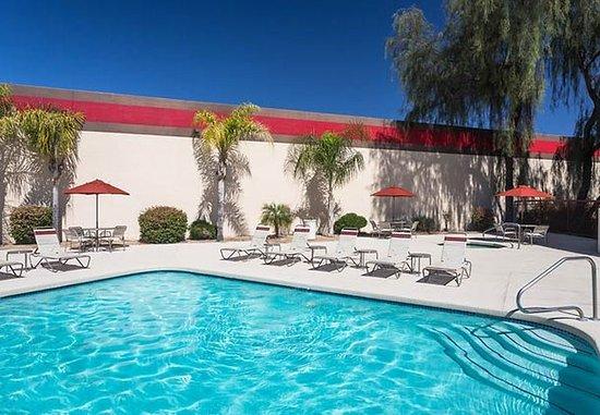Fairfield Inn & Suites Phoenix North: Outdoor Pool & Whirlpool