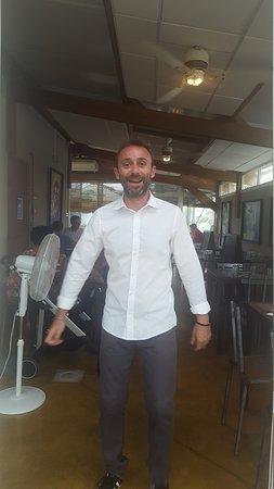 Le Port, Réunion: Le patron souriant et accueillant