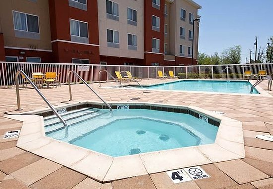 Fairfield Inn & Suites Lawton: Outdoor Pool & Spa