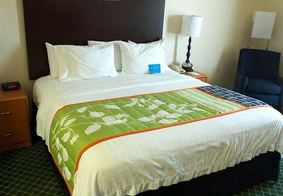 Fairfield Inn & Suites Beloit: King Whirlpool Suite