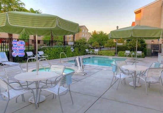 Fairfield Inn Sacramento Cal Expo: Outdoor Pool