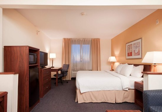 Liverpool, NY: Executive King Guest Room Sleeping Area