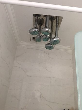 Ada Hotel Istanbul: Multiple shower heads. Rain shower. Great water pressure.