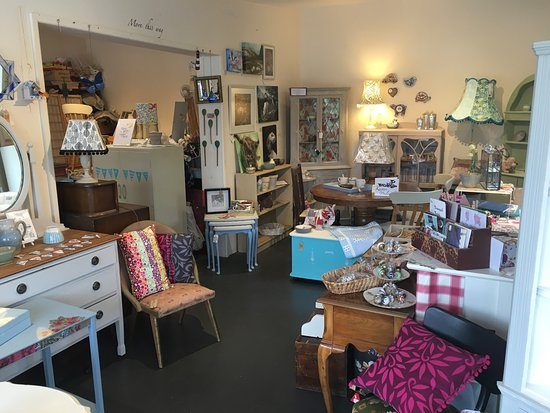 Farrington Gurney, UK: Lovely shops on site!