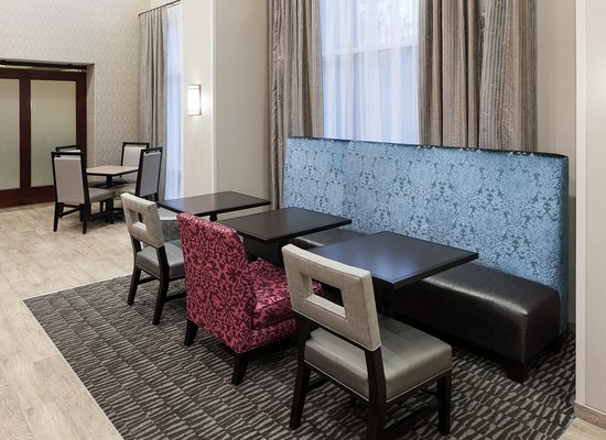 Hampton Inn & Suites Westford - Chelmsford: Dining Area Seating