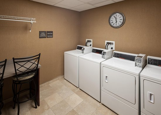 Hampton Inn & Suites Westford - Chelmsford: Laundry Station