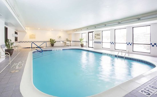 Hampton Inn St. Joseph : Indoor Pool
