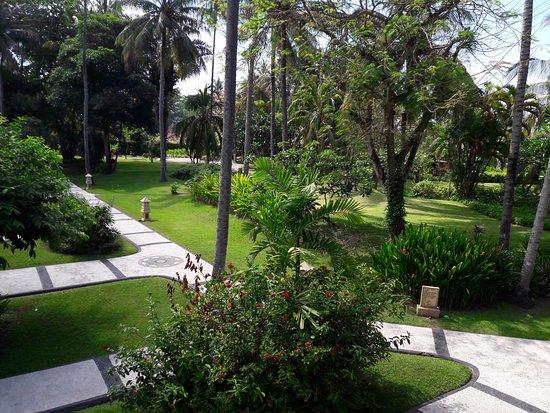 Kila Senggigi Beach Lombok: beautiful landscaping