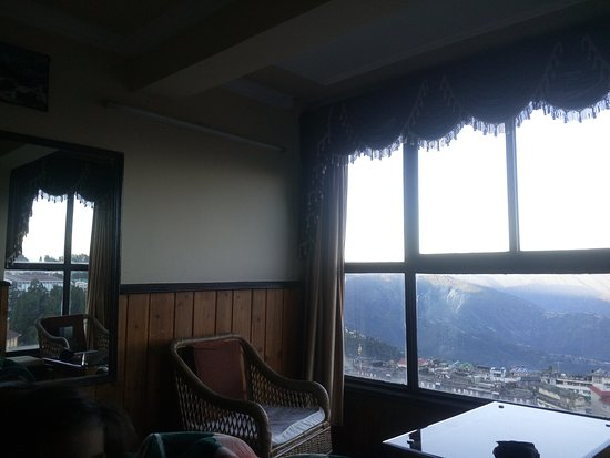 Hotel Sonar Bangla - Darjeeling: early morning view from Super Deluxe room