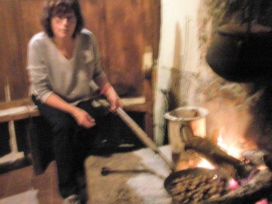 Mas Garganta: preparando la castañada antes de cenar